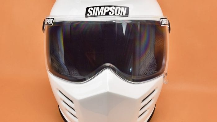 The Simpson Outlaw Bandit visor closed.