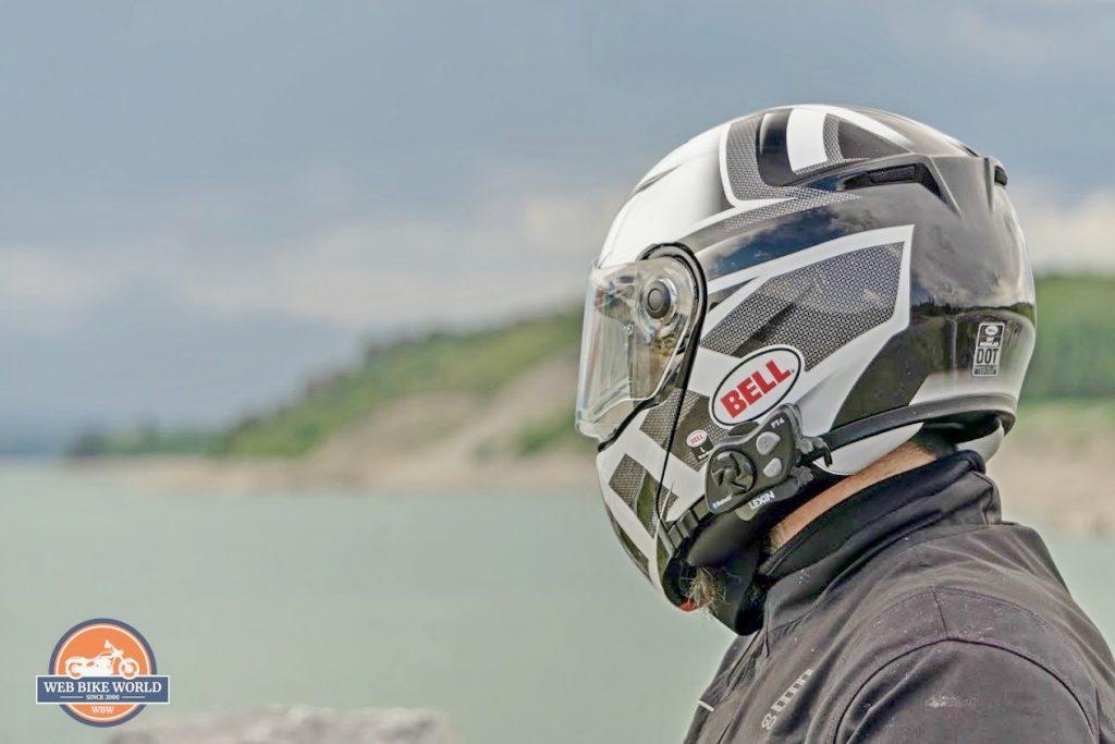 The Lexin FT4 installed on a Bell SRT modular helmet.