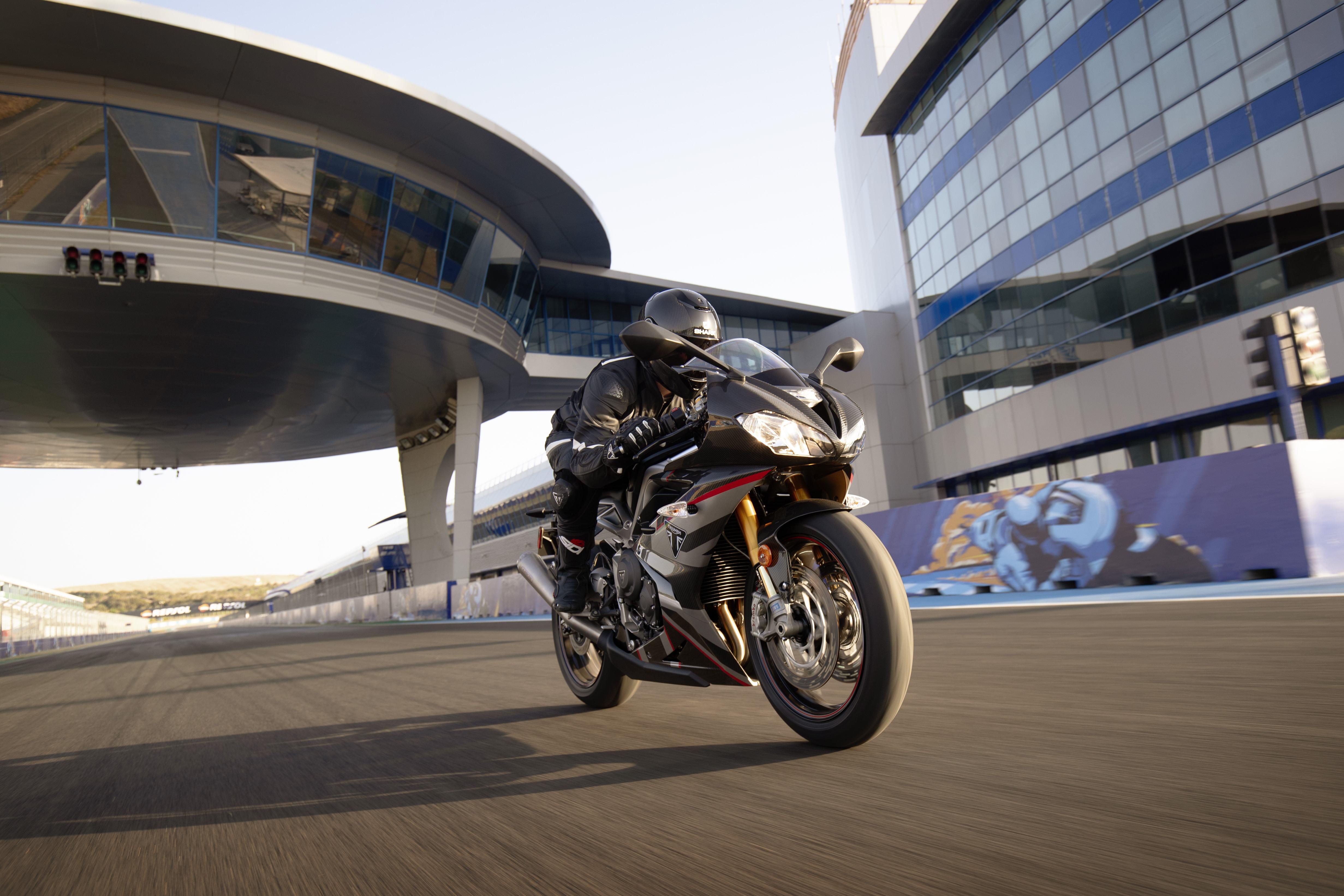 Daytona-Moto2-765-US-Dynamic-3.jpg