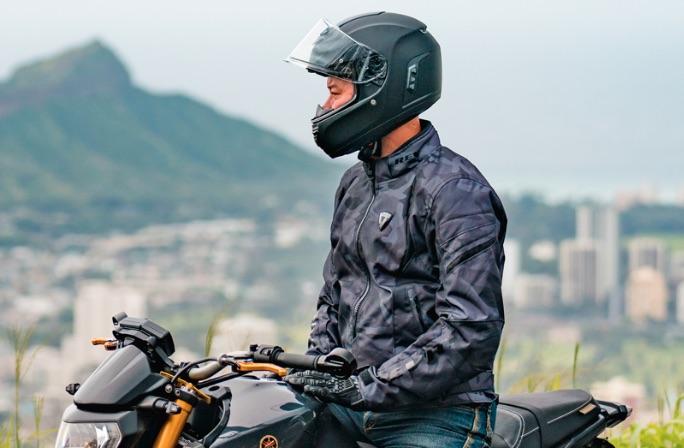 man-wearing-a-Sena-Momentum-helmet.jpg