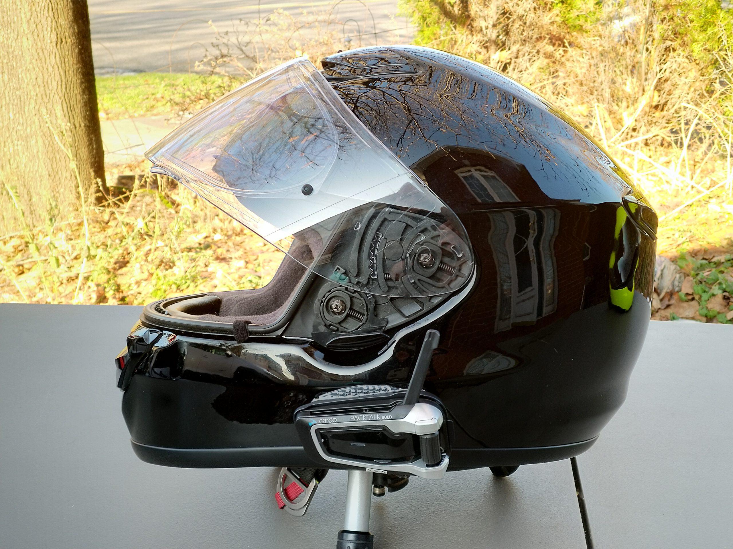 Cardo Scala Rider PACKTALK BOLD installed on Shoei QWEST