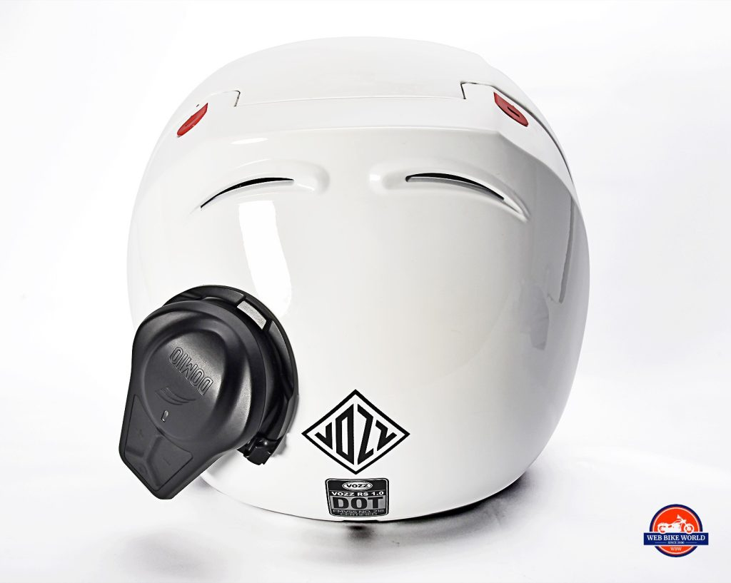 The Vozz RS 1.0 helmet with the Domio Moto installed on it.