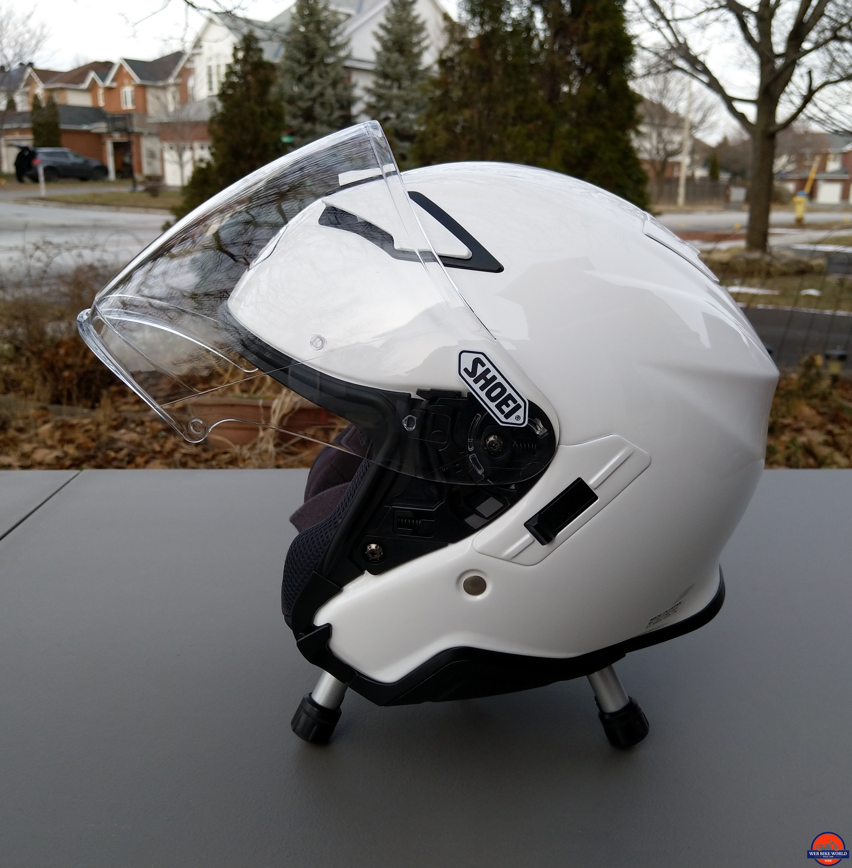 Shoei J-Cruise II, wide smooth functioning face shield, sun visor slider very effective as well