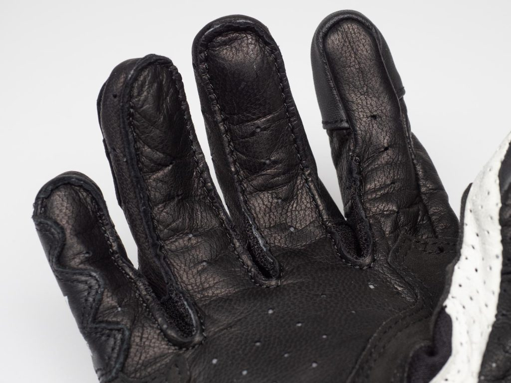 Perforations on the underside of the fingers and in the palm do flow a good amount of air
