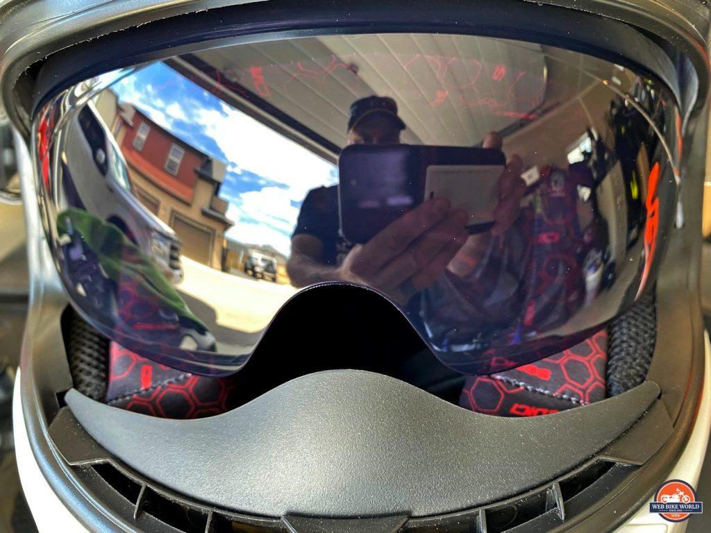The sun visor in the Sedici Strada II helmet
