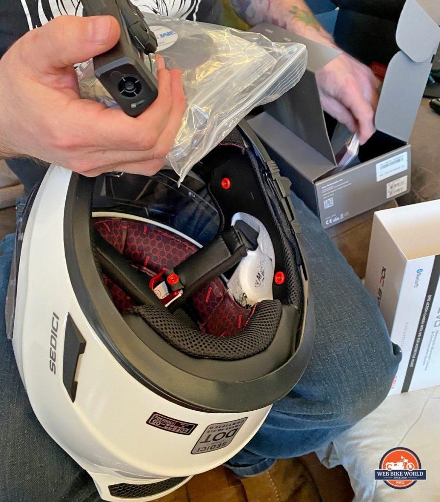 Installing a Sena 10C EVO in a Sedici Strada II helmet.