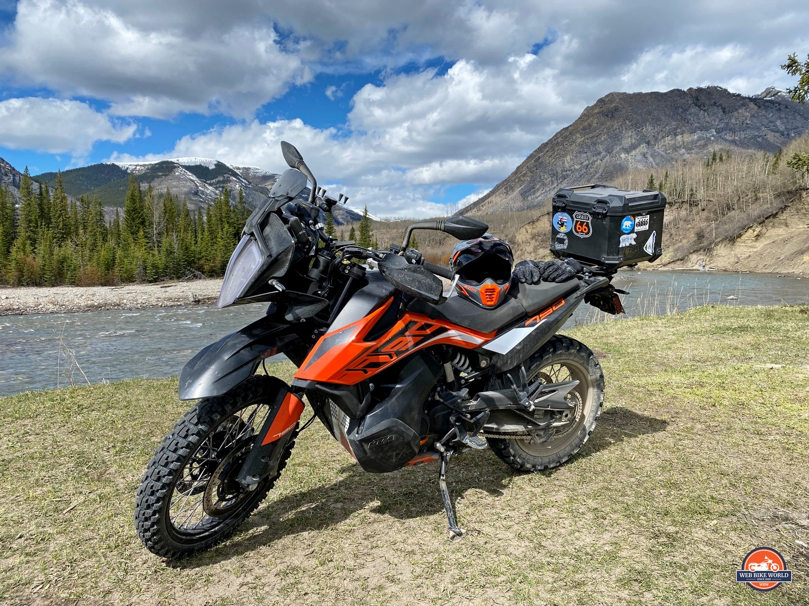 A KTM 790 adventure and the Klim Krios Pro helmet in Alberta, Canada.