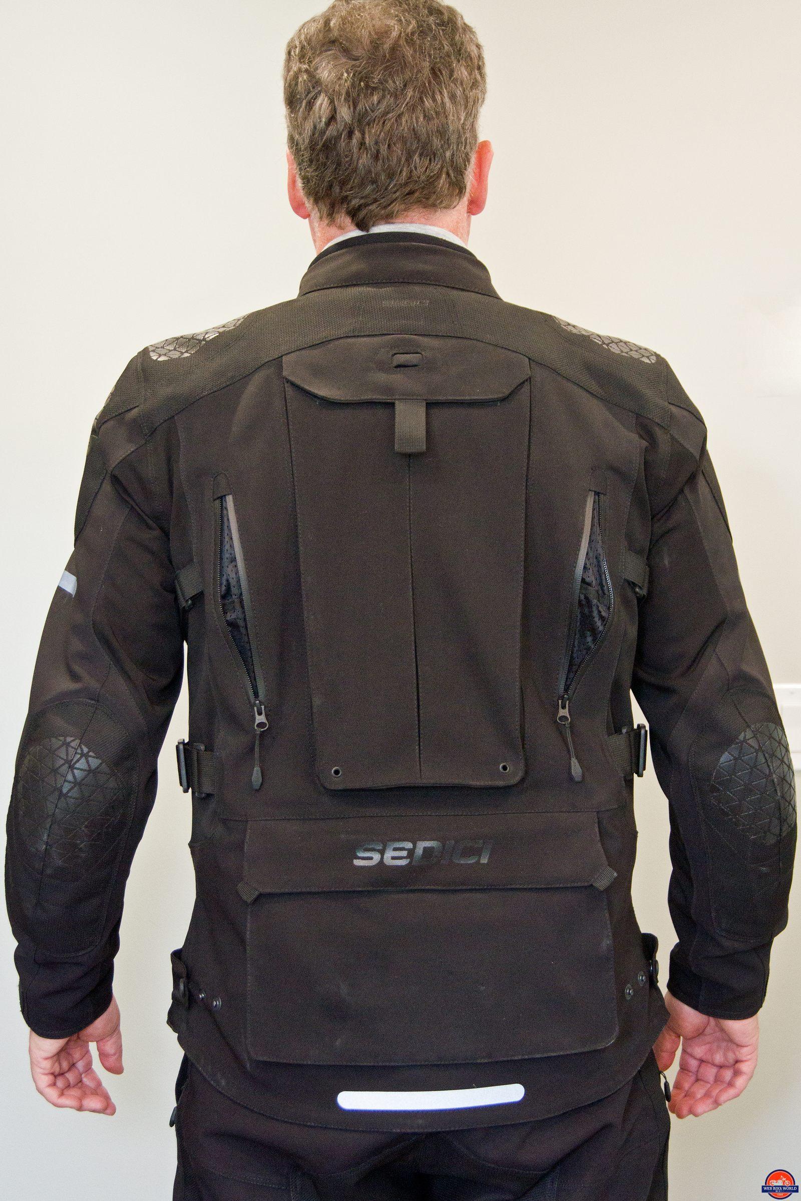 back view of sedici garda jacket