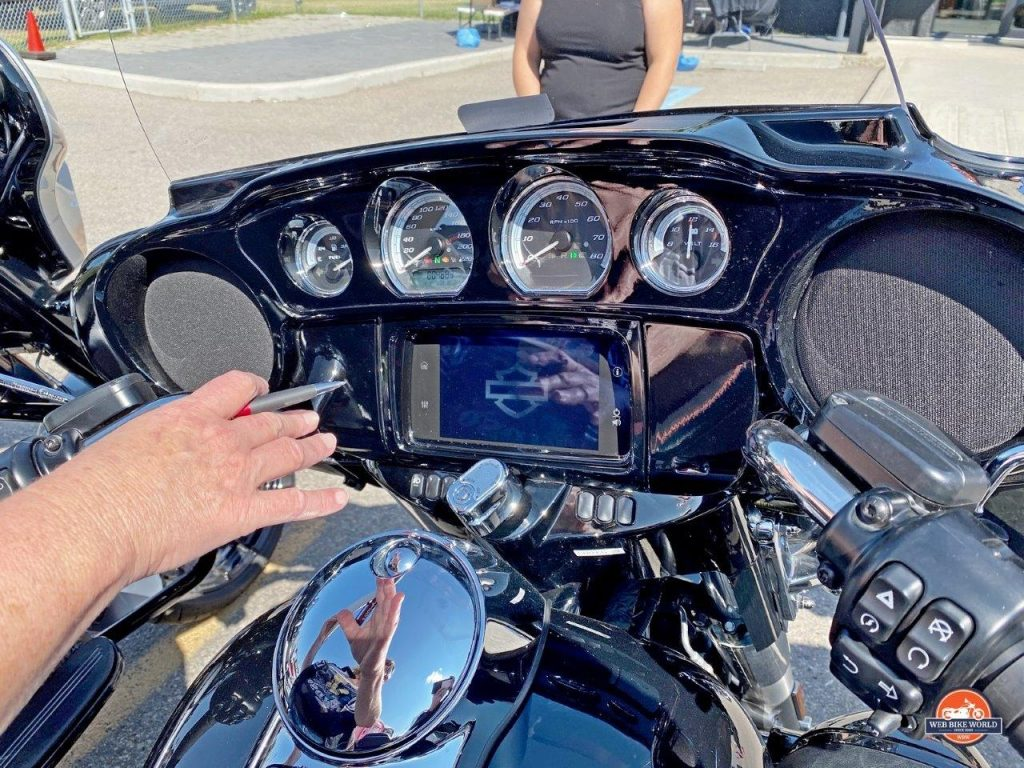 The dash display on the 2019 Harley Ultra Classic Limited.