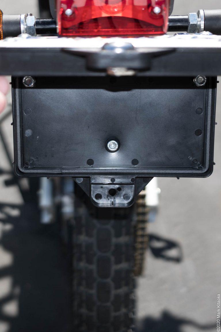 Kalk lockable license plate holder