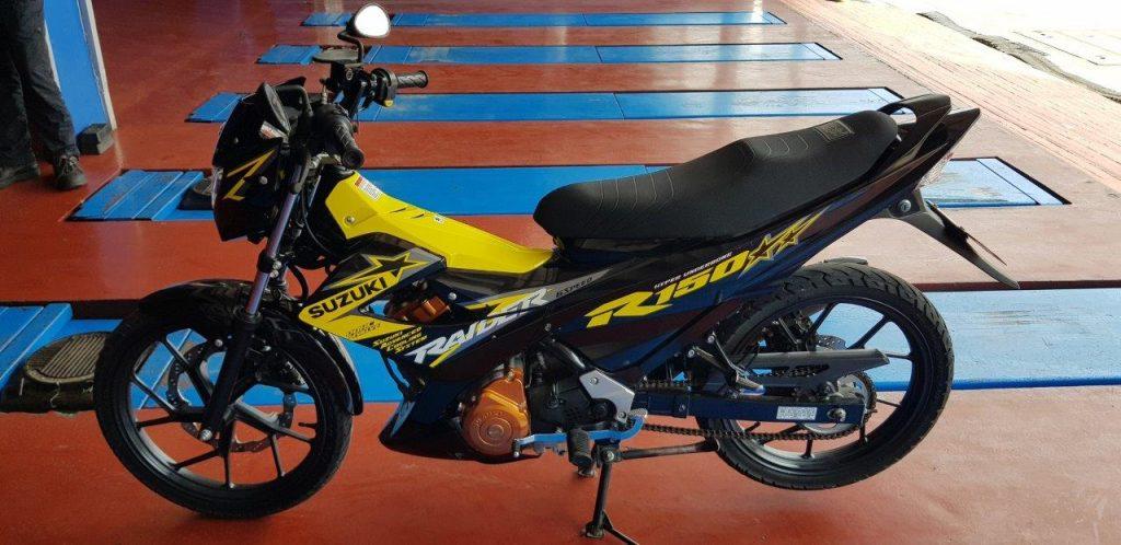 yellow suzuki raider 150