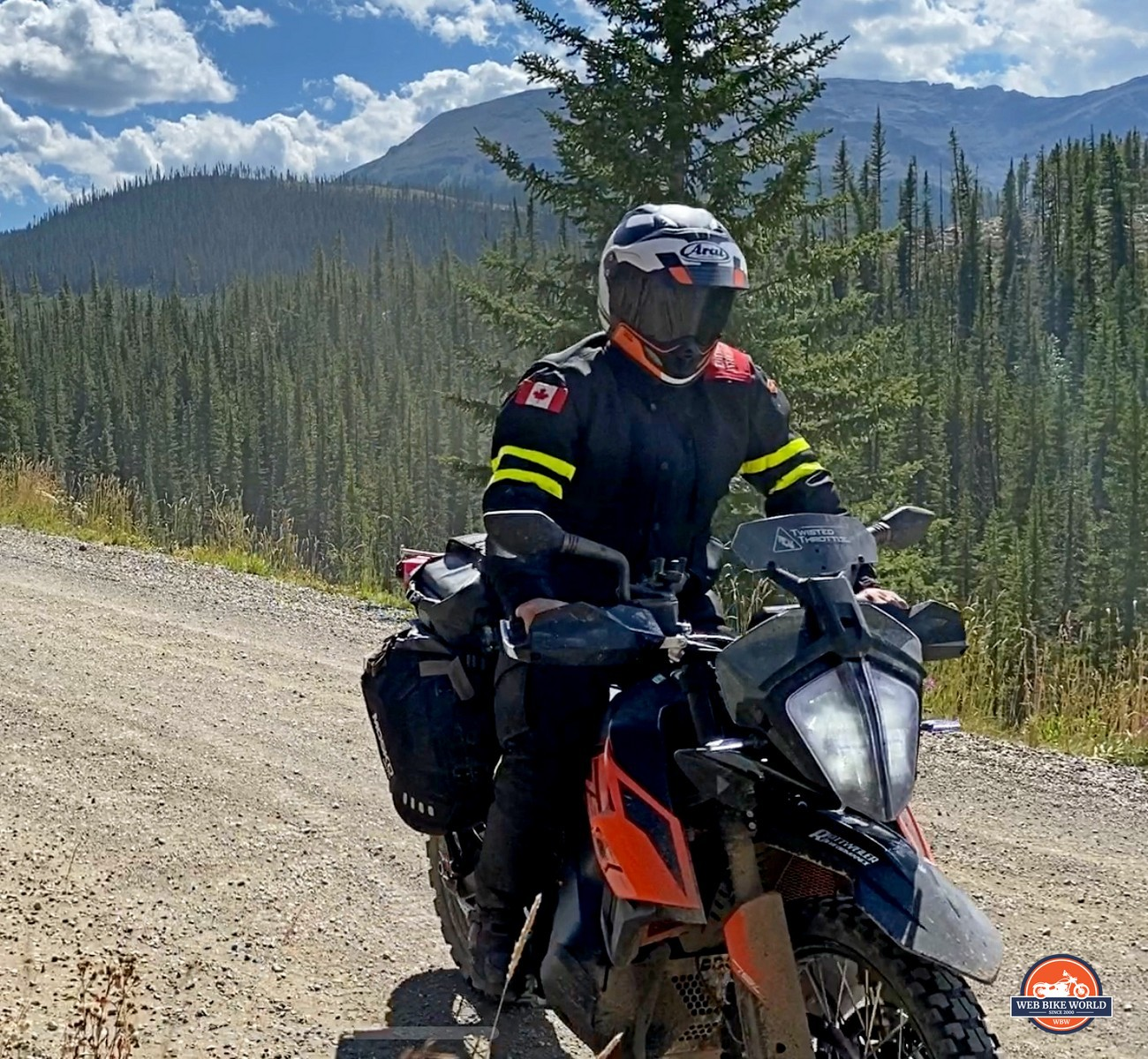 Jim Pruner riding a KTM 790 Adventure while wearing the Arai XD-4 helmet.