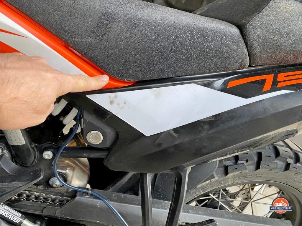 A rubbed through seat cover on my KTM 790 Adventure due to a poorly routed strap from the Mosko Moto Reckless 80L V3.0 Revolver.
