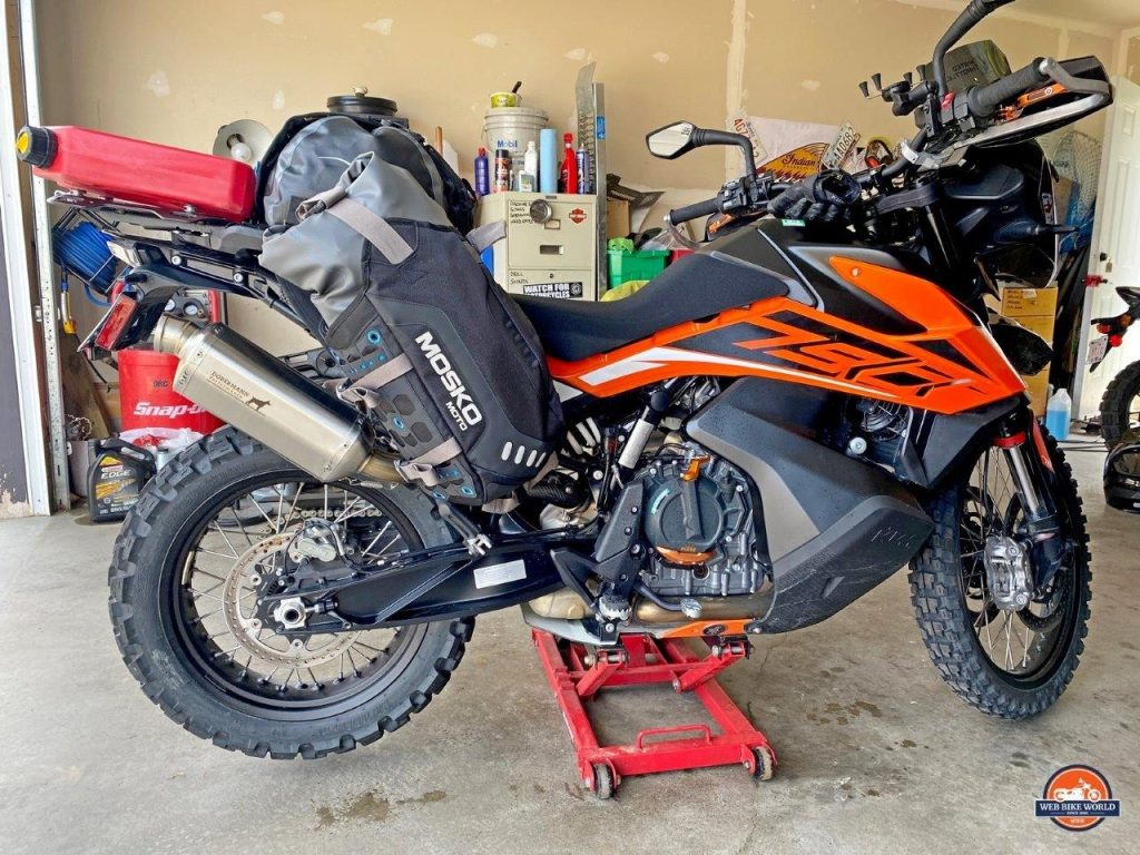 Side view of the Mosko Moto Reckless 80L V3.0 Revolver luggage system installed on a KTM 790 Adventure.