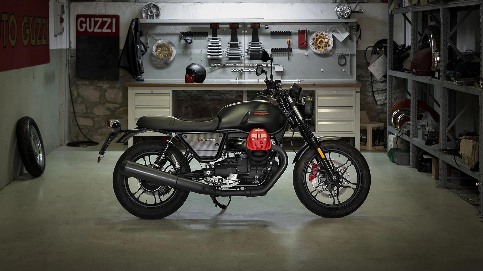 2019 Moto Guzzi V7 III Carbon 750