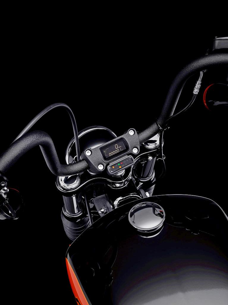 The cockpit of the new 2021 Harley Davidson Street Bob 114.