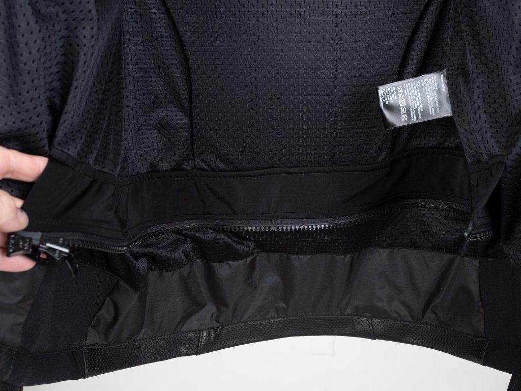 Inner connection zipper on Transit jacket