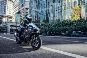 2021 Kawasaki Ninja H2 and H2 Carbon