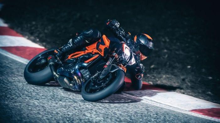 2021-KTM-1290-Super-Duke-R