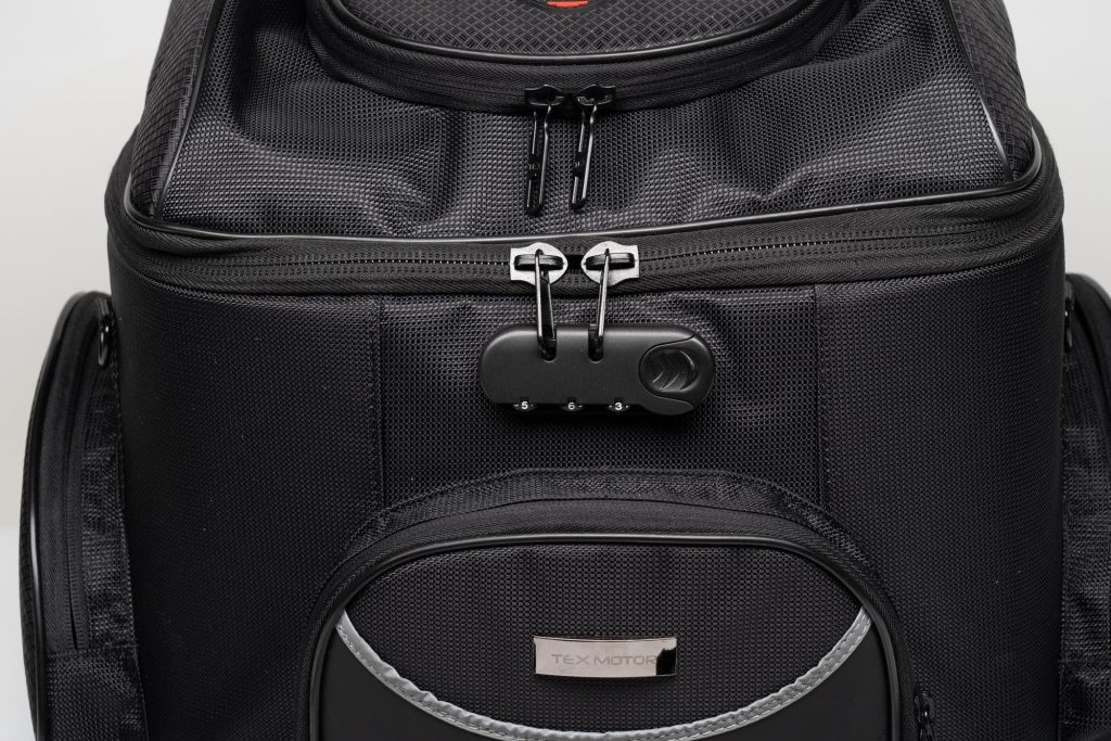 Zippered closure of the main compartment and top compartment of 70025 bag