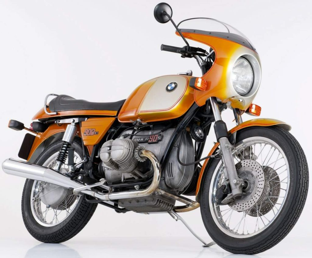 BMW R90S Front and Side View