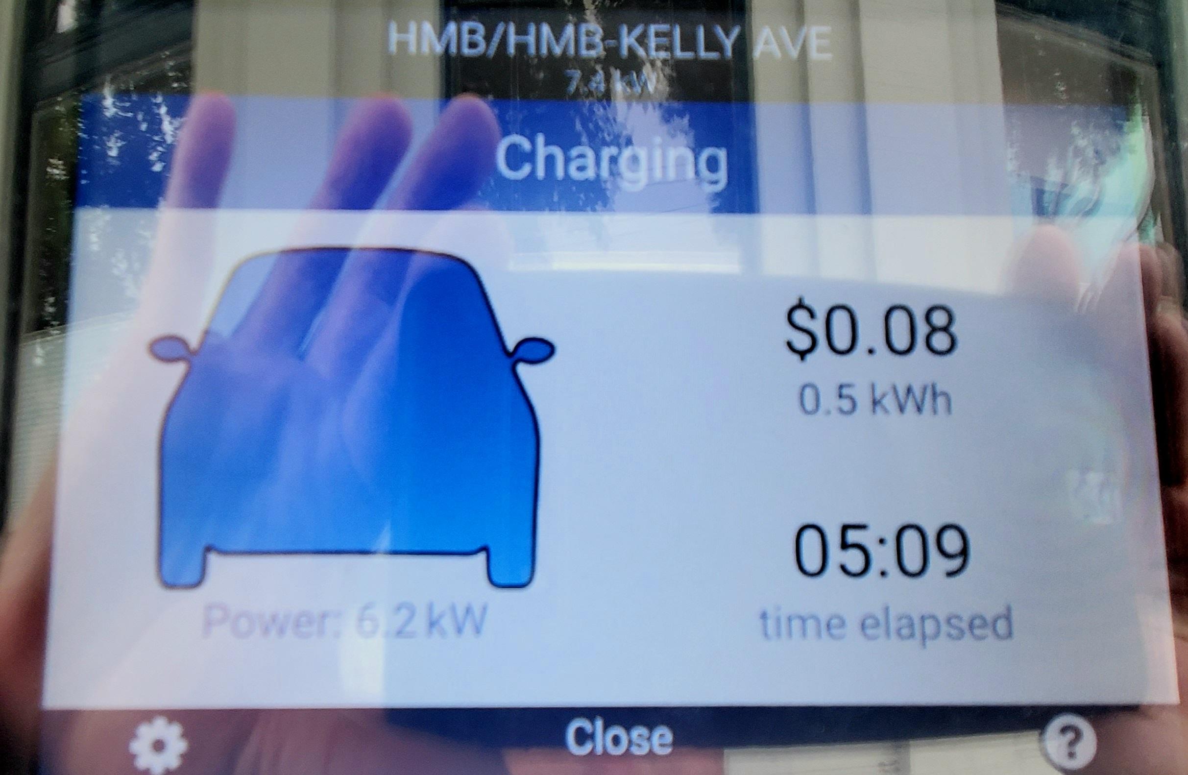 Screen indicator on charging station showing progress