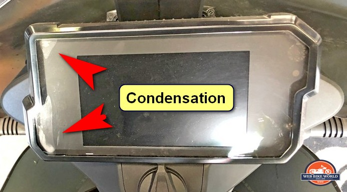 Unwanted condensation often appears inside KTM 790/890 dash displays. KTM replaces any units that encounter this problem.
