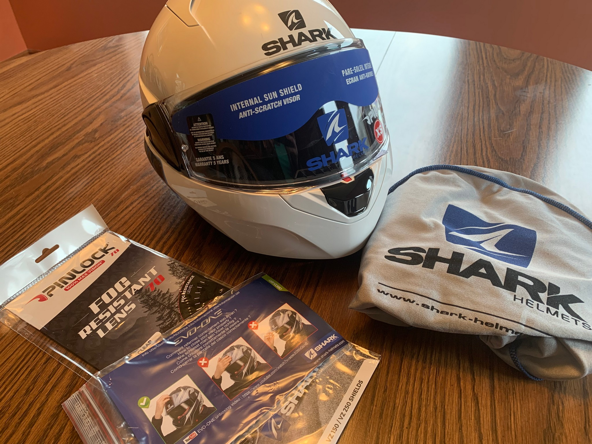 Box contents of the Shark EVO One 2