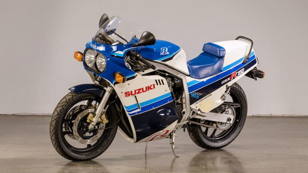 Suzuki GSX-R750 Front and Side View