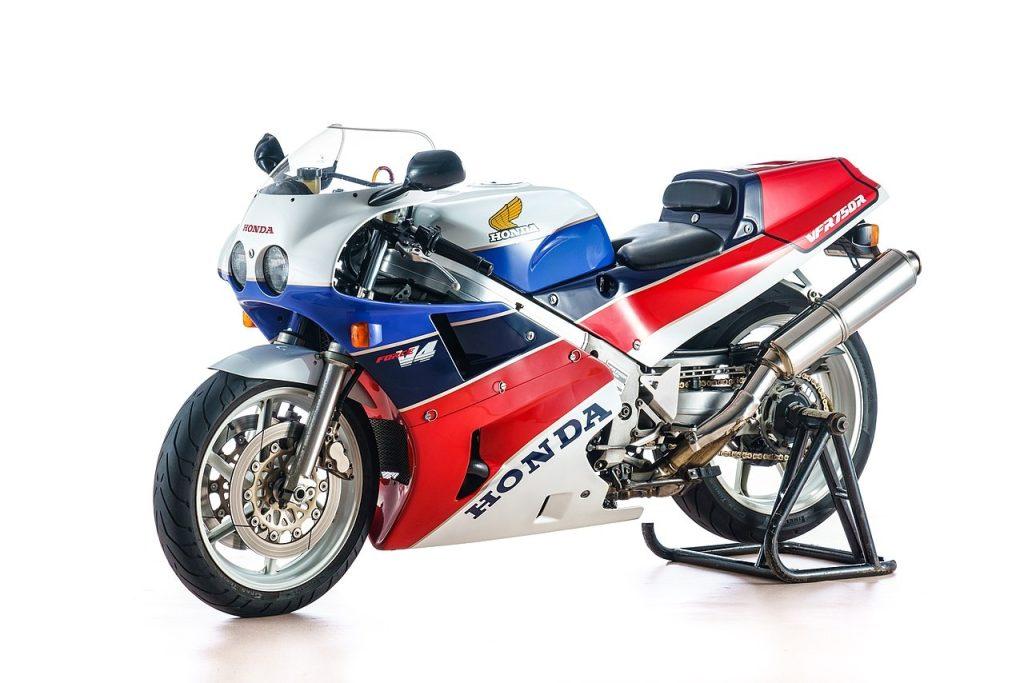 Honda VFR750R RC30 Side View