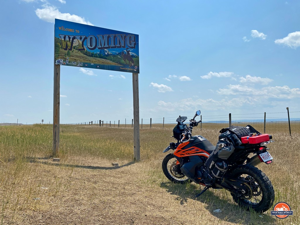 The welcome sign for Wyoming.